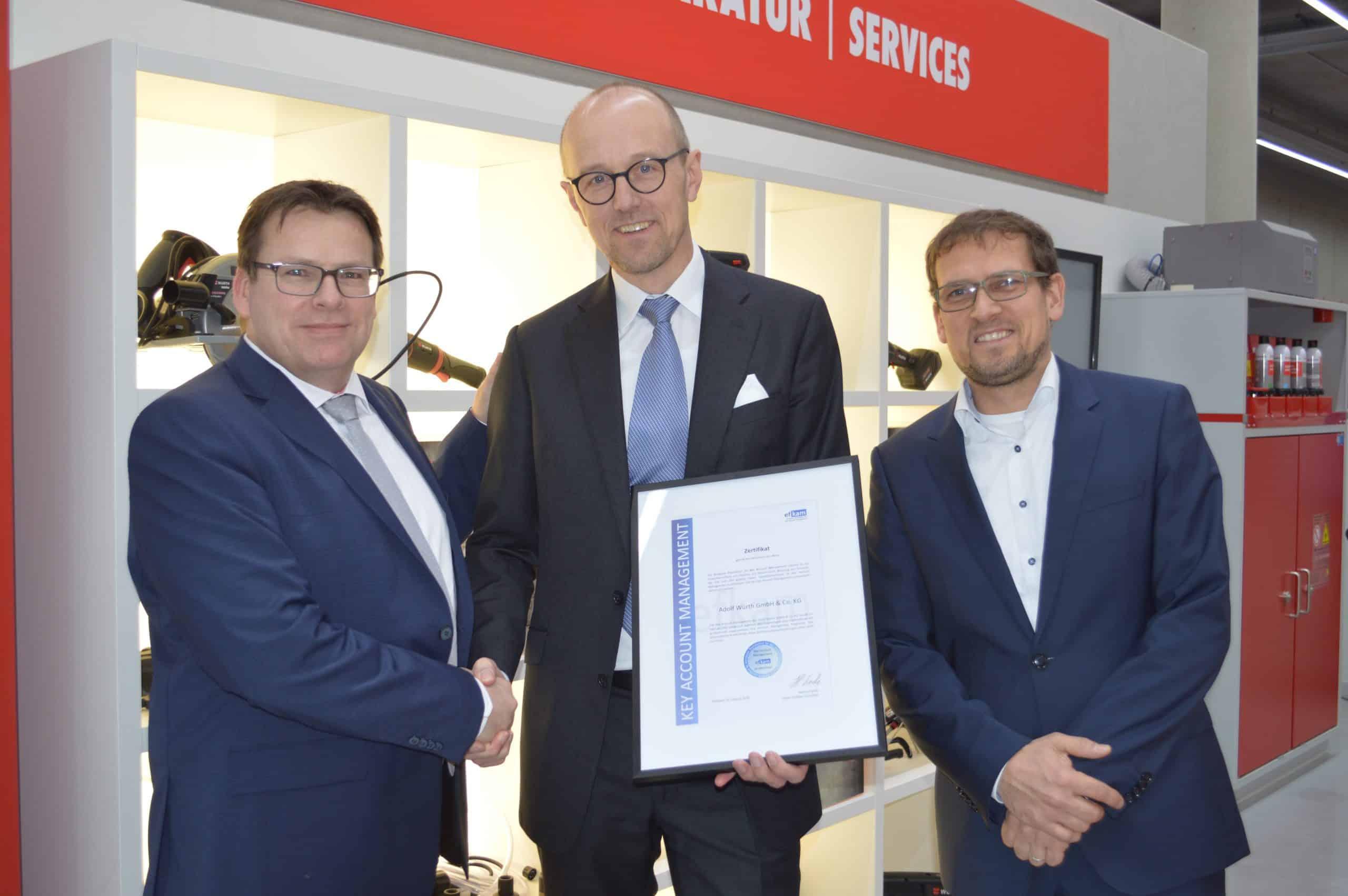 Key Account Management Zertifizierung nach efkam bei Würth (Übergabe vom Zertifikat an Dirk Borcherding und Tobias Hügel)